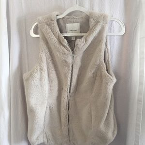 Women's Maurices Faux Fur Zippered Vest Size Large